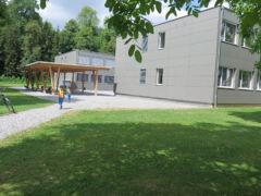 Modulare Schulhausbautenauf der Krauerwiese in Kriens: «illegal gebaut» sei keines davon.